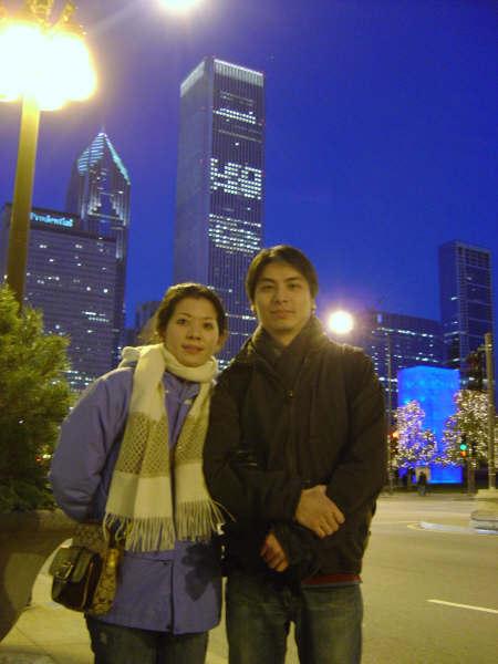後面是芝加哥夜景