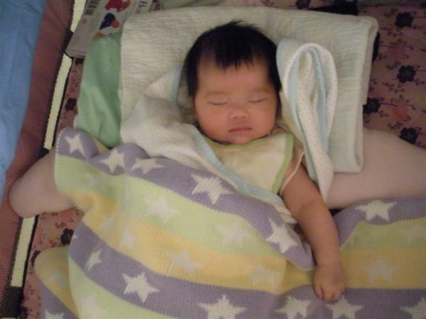 吃飽了我還能做啥呢?邊吃我就開始昏沉了,吃ㄋㄟㄋㄟ的時候睡意好濃喔~大家晚安了!