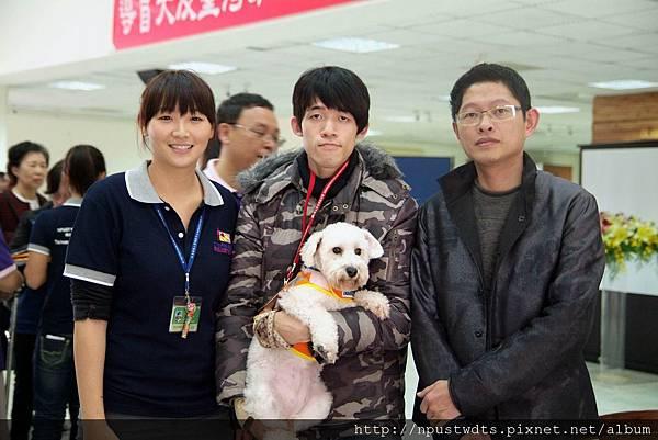 調整大小 葉鈜綦總經理與導聾犬及使用者合影3.JPG
