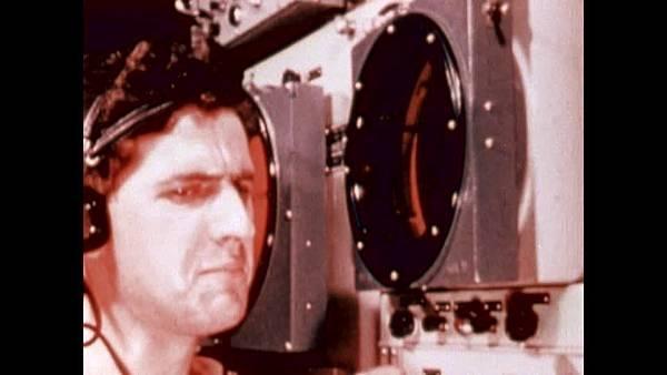 202488384-periscope-torpedo-radio-operator-radioing.jpg