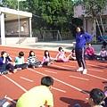 志工示範講解團康遊戲1.JPG