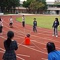 團康遊戲_同心協力運球3.jpg