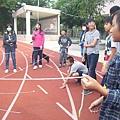 團康遊戲_同心協力運球10.JPG