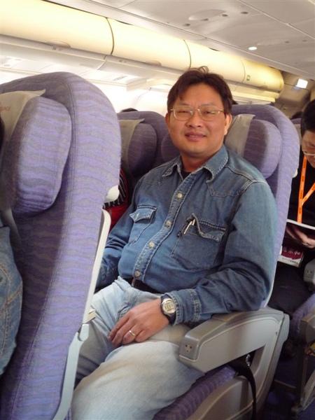 我爸!! 在飛機上 xD