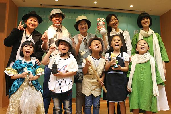 超萌小小館長與大館長合影(左至右-淡古、黃博、十三行、陶博、茶博)