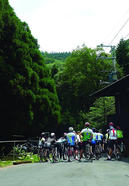 熊空茶園偶遇腳踏車隊 | 曾郁雯攝.JPG