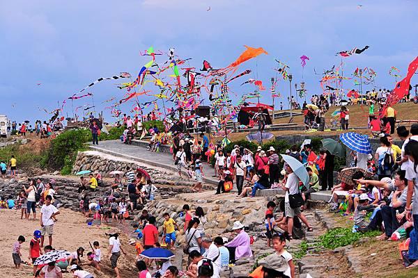 5-0042-張秀凰-風筝競舞北海岸(1)_100-2-節慶活動