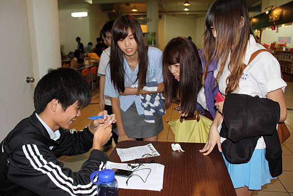 2011.10.26 制服日+尋寶+窮嘶盃 051.jpg
