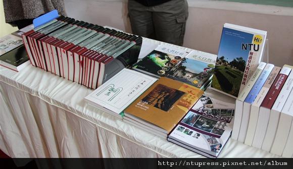 20121115 校慶茶會出版中心展示