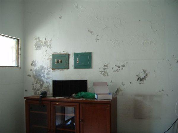 房間上斑駁的壁癌