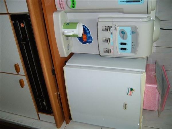 飲水機&小冰箱