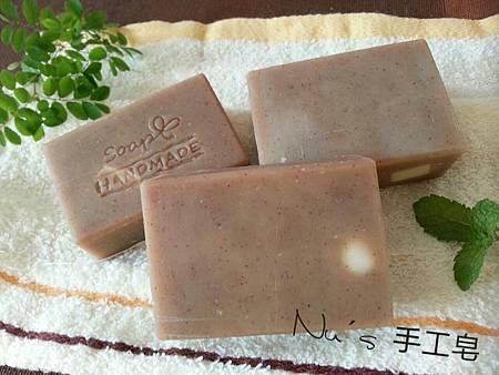 2014.06.29 綠茶+核桃果粉去角質皂.jpg