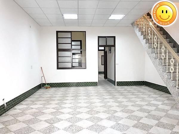 中壢租店面。天晟醫院。中壢火車站。90坪超大店面透天