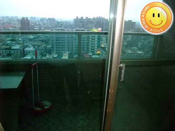 Sogo租屋。Sogo租房子。海華國際會館。正一房一廳。15000含管。有裝潢有風景_2.JPG