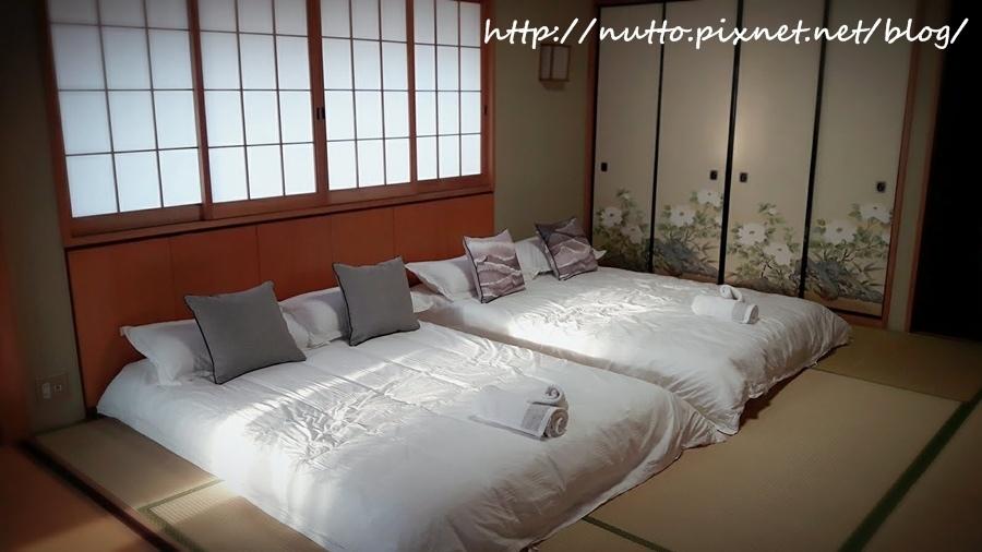 Room_02.jpg