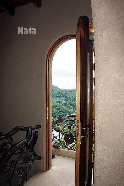 14.透過這扇門-看見鯉魚潭全景.jpg