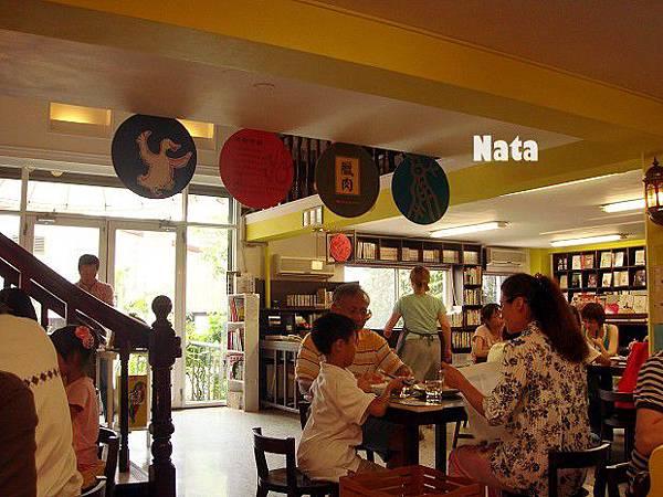 05.書店裡用餐的景象.jpg