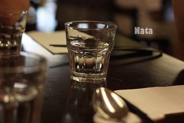 06.等候吃飯的餐桌.jpg