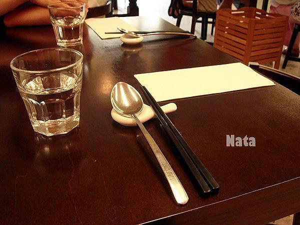 07.等候吃飯的餐桌.jpg
