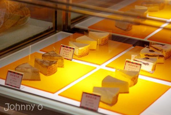 07.櫃台展示各種口味乳酪蛋糕.jpg