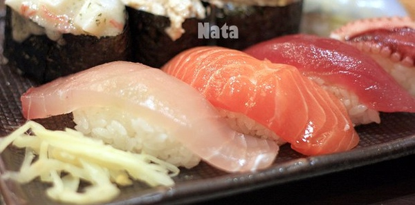 12.小和-生魚片握壽司近照.jpg