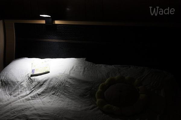 11.夜間閱讀不影響枕邊人.jpg