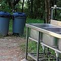 09.附近還提供了垃圾桶跟洗手檯.jpg