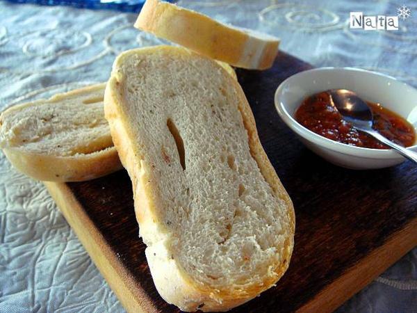 08.酥軟的烤麵包~搭配莎莎醬一起吃.jpg