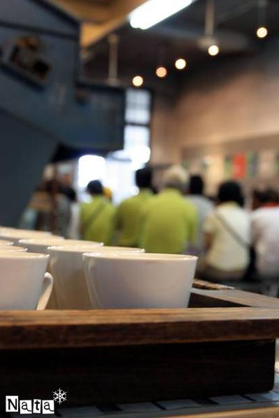 07.一旁提供了紅茶等待解說完畢享用.jpg