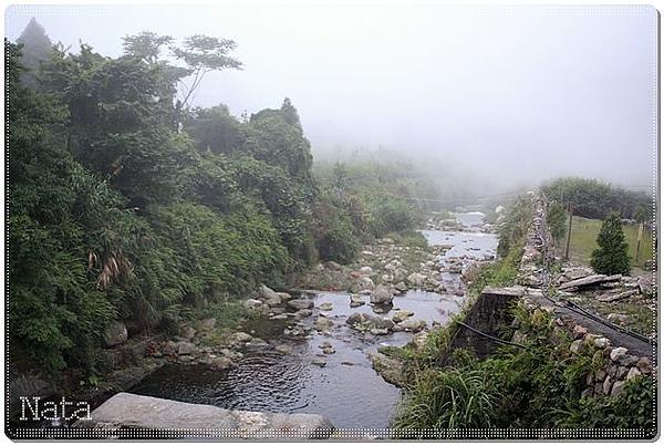 02.大雪山社區內的溪流.jpg