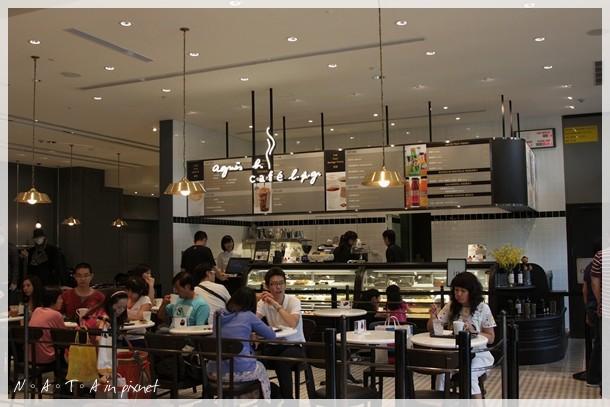 01.agnes b cafe 誠品信義.jpg