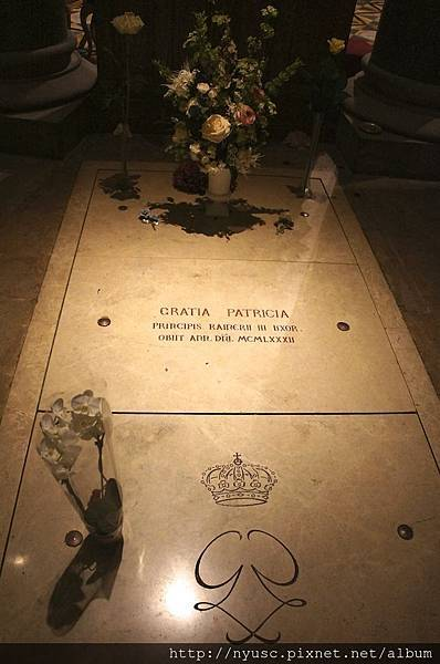 葛麗絲凱莉墓碑