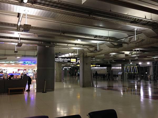 曼谷機場過夜