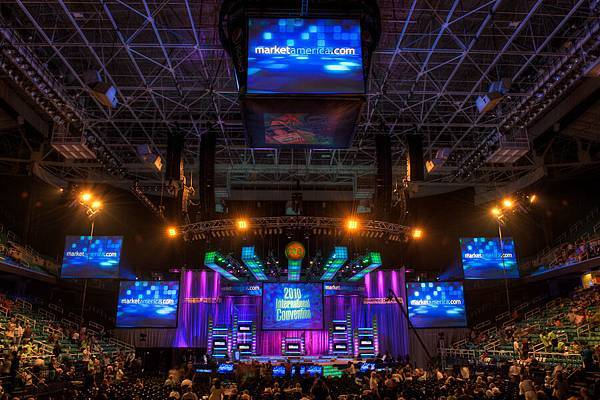 Market-America-2010-Convention-Day-One-ready-for-the-show.jpg