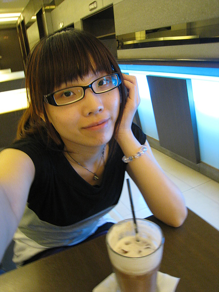 05.22 在小絮店裡等她下班