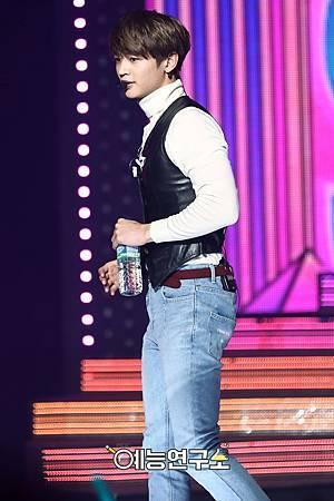 【官方圖】161224 Music Core-M2