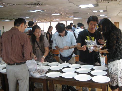 各組準備午餐
