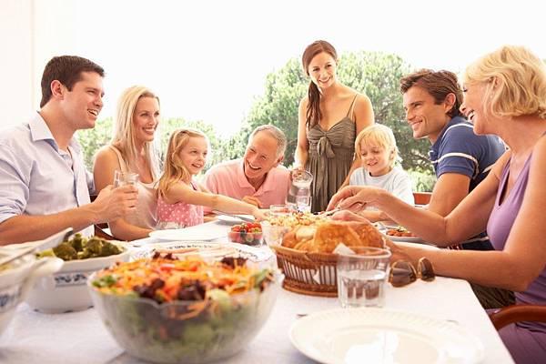 4-bonnes-raisons-de-prendre-ses-repas-en-famille1