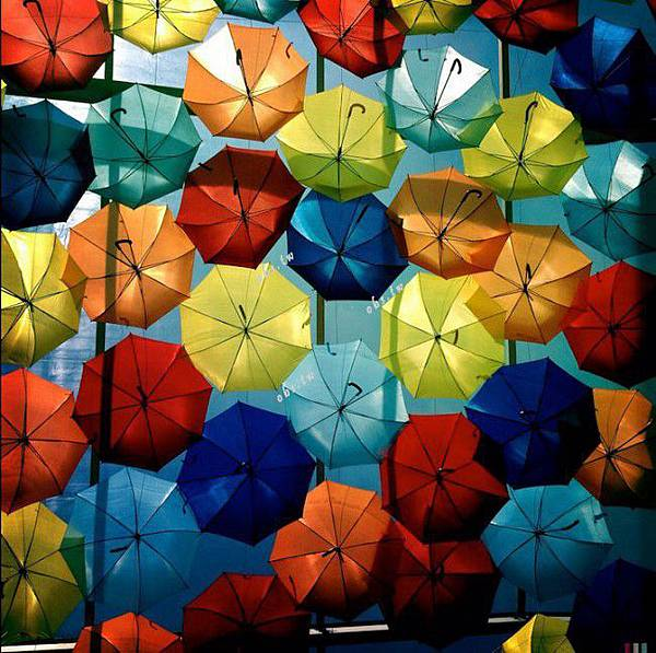 agueda-portugal-colorful-canopies-umbrellas-60186-650x646
