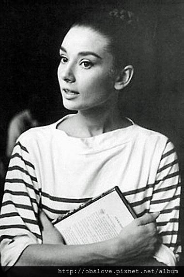 Audrey-Hepburn-wearing-in-Classic-Breton-Striped-tee