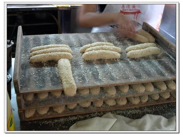 這就是營養三明治的麵包,不過是用炸的耶!!這樣熱量應該很高吧??