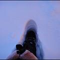 吃完Westmark  Hotel早餐  到門外逛逛 雪好厚 而且鬆軟.jpg