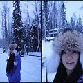狗拉雪橇場主人的誇張毛帽  借來戴著玩.jpg