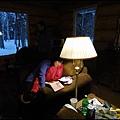 狗拉雪橇場旁的木屋小憩    實在太冷了ㄚ.jpg