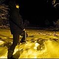 珍娜溫泉山莊  前往泡溫泉途中發現一根冰柱  假裝男生....jpg