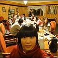 珍娜溫泉山莊內的晚餐  很像哈利波特的餐桌.jpg