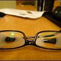 這幾天都不能戴眼鏡  因為一呼吸  鏡片就結冰  完全看不見了.jpg