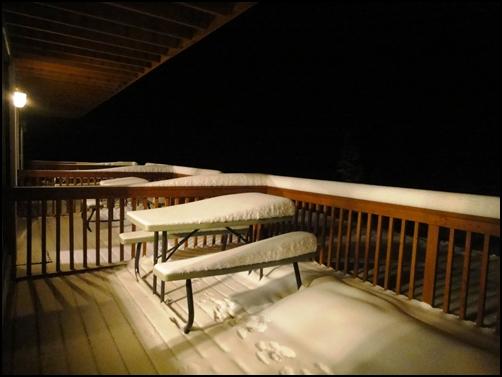 希利鎮上的觀測小屋  有方便看極光的陽台  走出屋外就可觀賞極光1.JPG