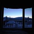 希利鎮上的觀測小屋  有方便看極光的陽台  走出屋外就可觀賞極光3窗外晨間景色.jpg