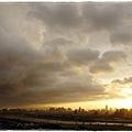 1010730  颱風驟雨前的落日